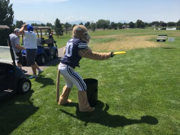 Cosmo Cougar plays Can Jam Frisbee at the golf tournament